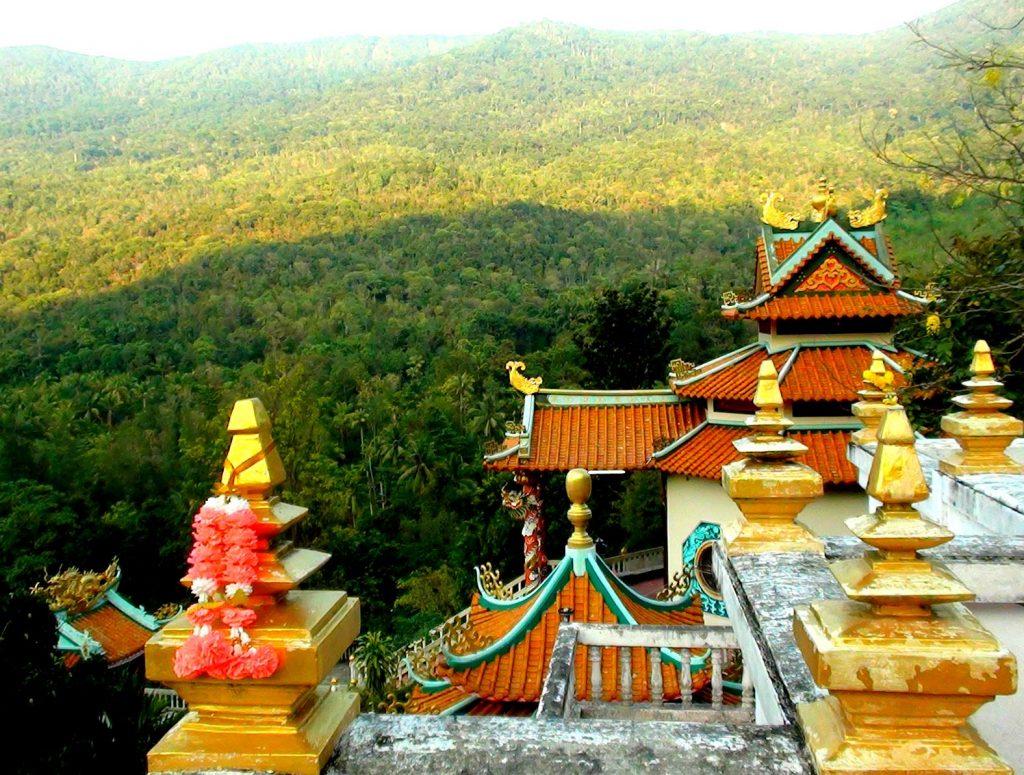 temple au sommet d'une montagne